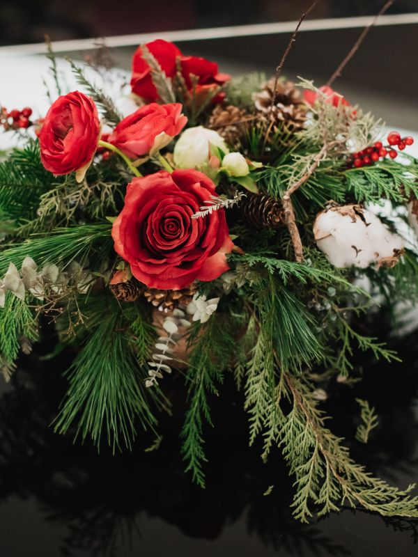 christmas centerpiece with red roses