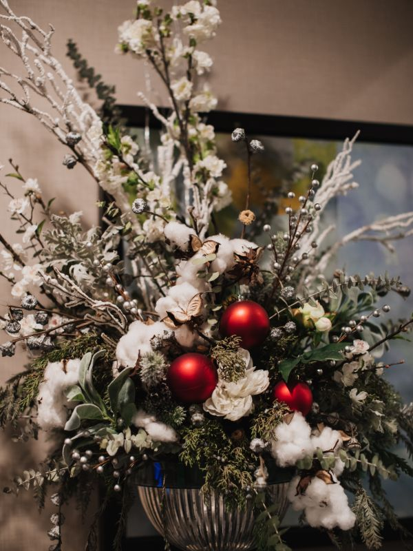 modern holiday centerpiece with white and red theme
